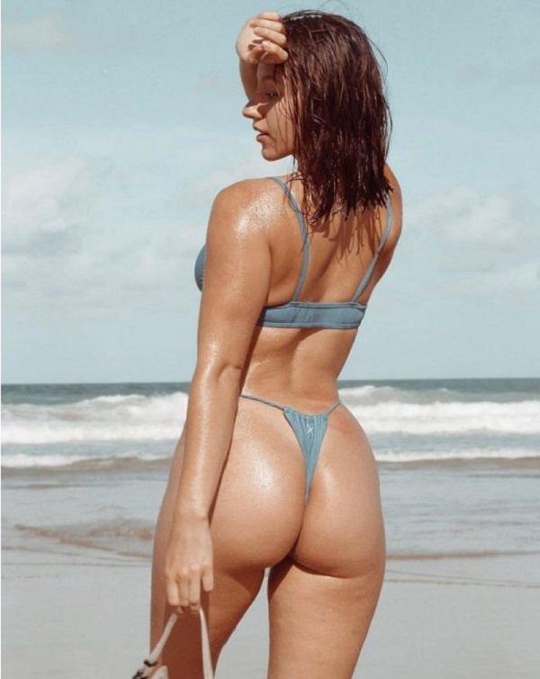 женщины на пляже в купальниках (29)
