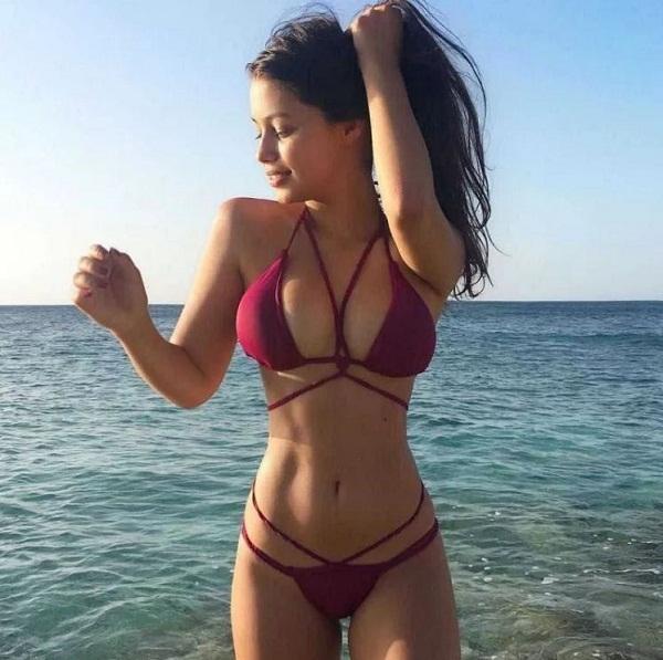 женщины на пляже в купальниках (5)