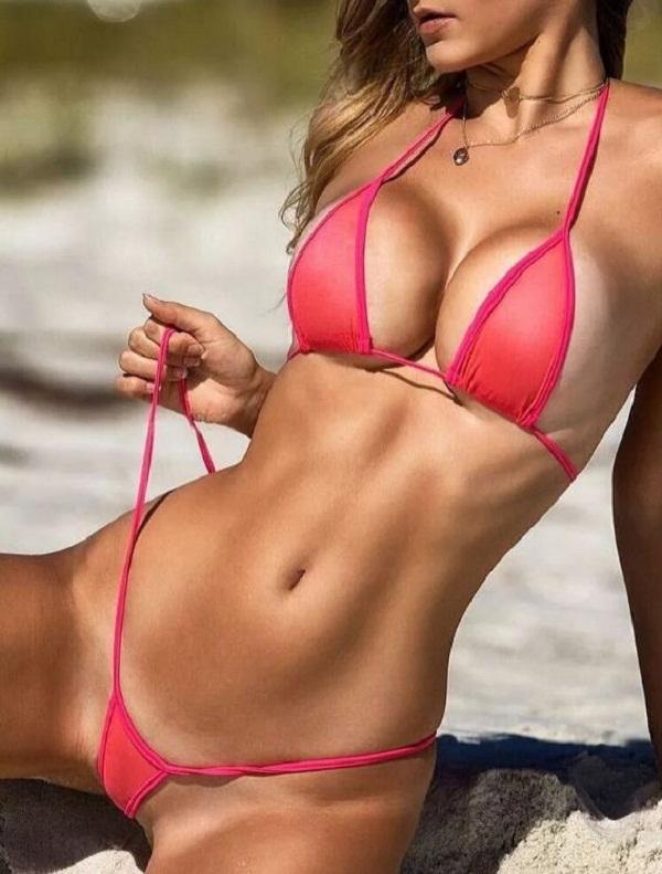 женщины на пляже в купальниках (6)