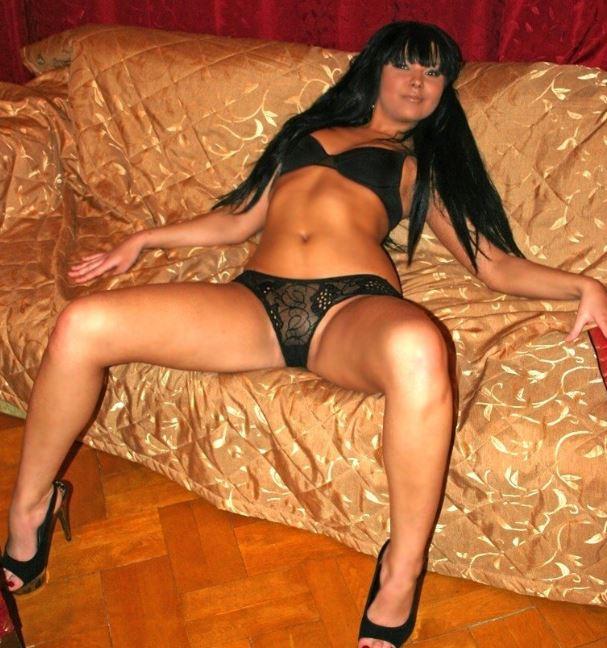 Девушки показывают красивое тело дома без стеснения и одежды (2)