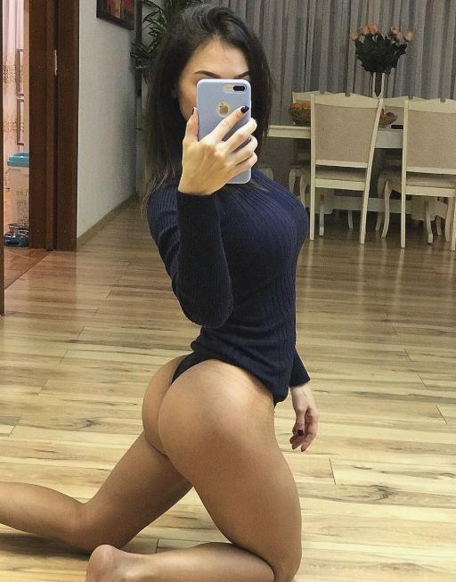 Девушки показывают красивое тело дома без стеснения и одежды (22)