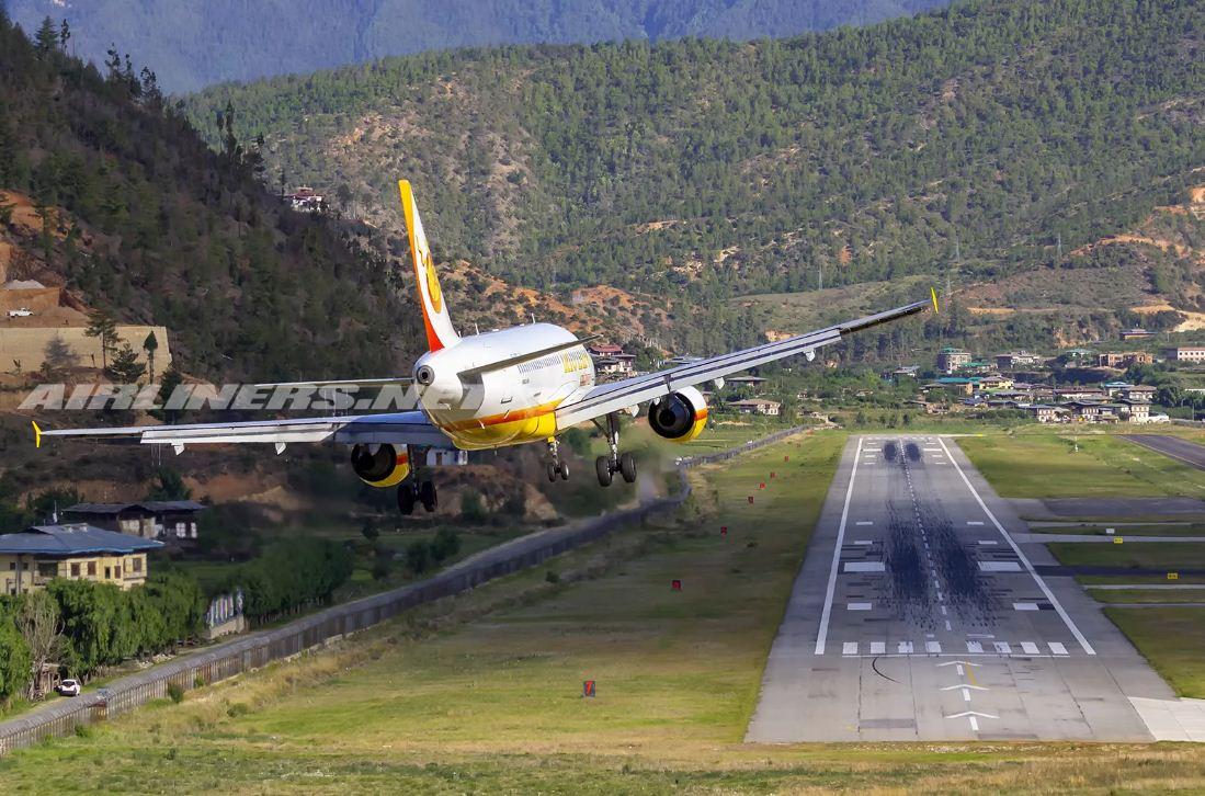 аэропорт паро бутан