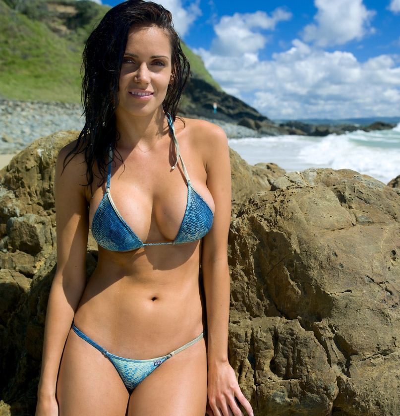 девушки на пляже фото (13)