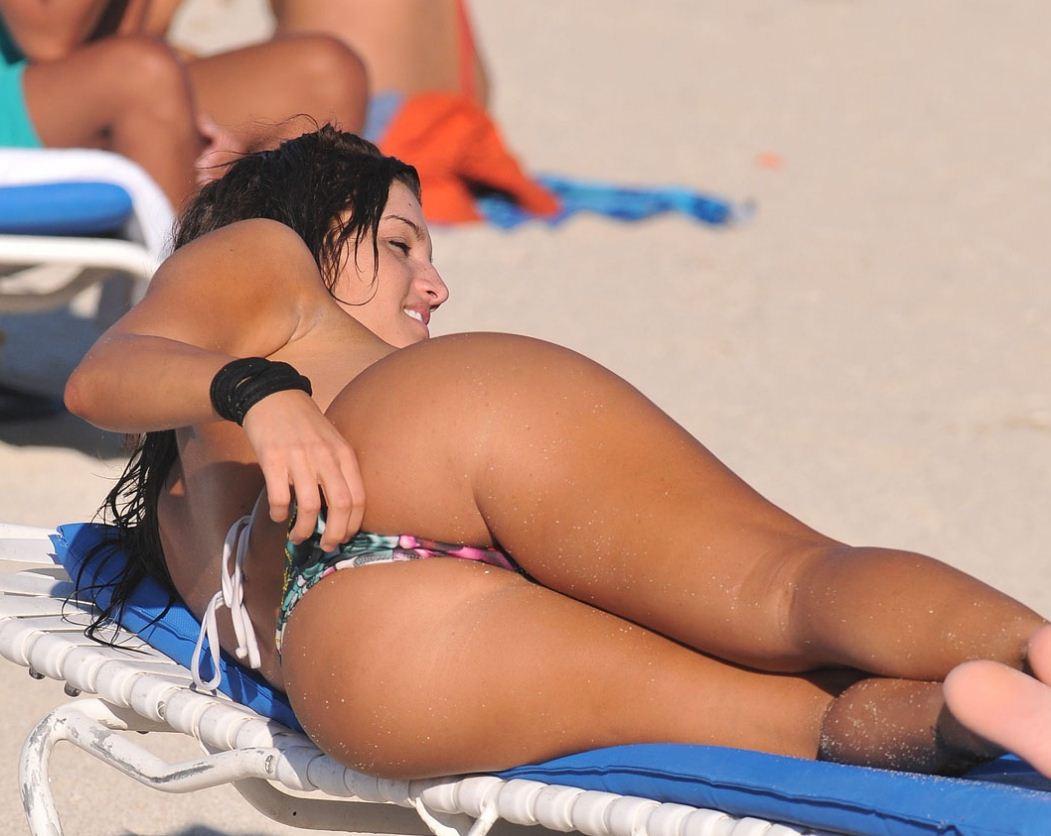 девушки на пляже фото (3)