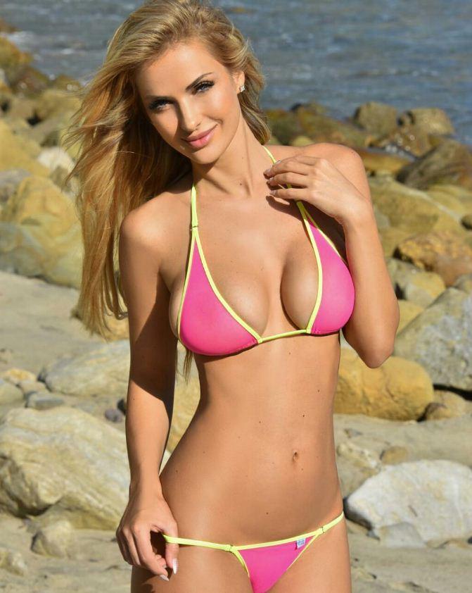 девушки на пляже фото (4)