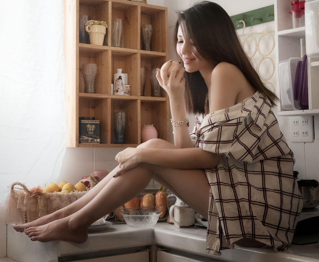 Обычные девушки фото в домашних условиях (9)